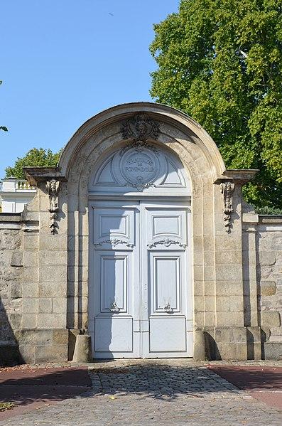 Photo du Monument Historique Hôtel de Pompadour situé à Fontainebleau