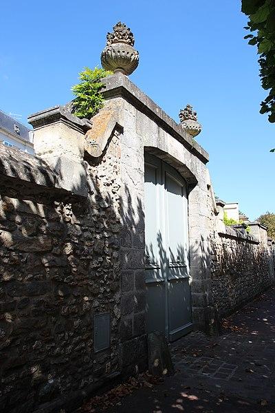 Photo du Monument Historique Immeuble dit le Vieux Logis situé à Fontainebleau