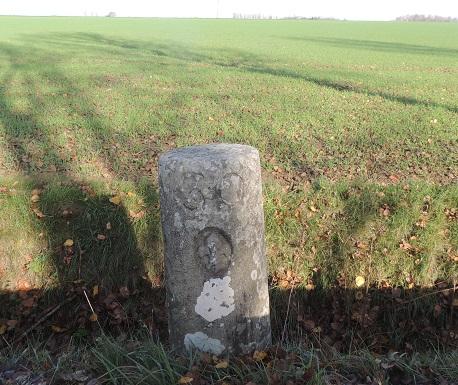 Photo du Monument Historique Borne fleurdelysée n° 30 situé à Grandpuits-Bailly-Carrois