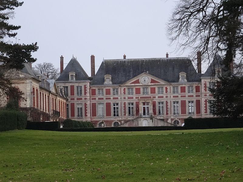 Photo du Monument Historique Château de Guermantes situé à Gouvernes