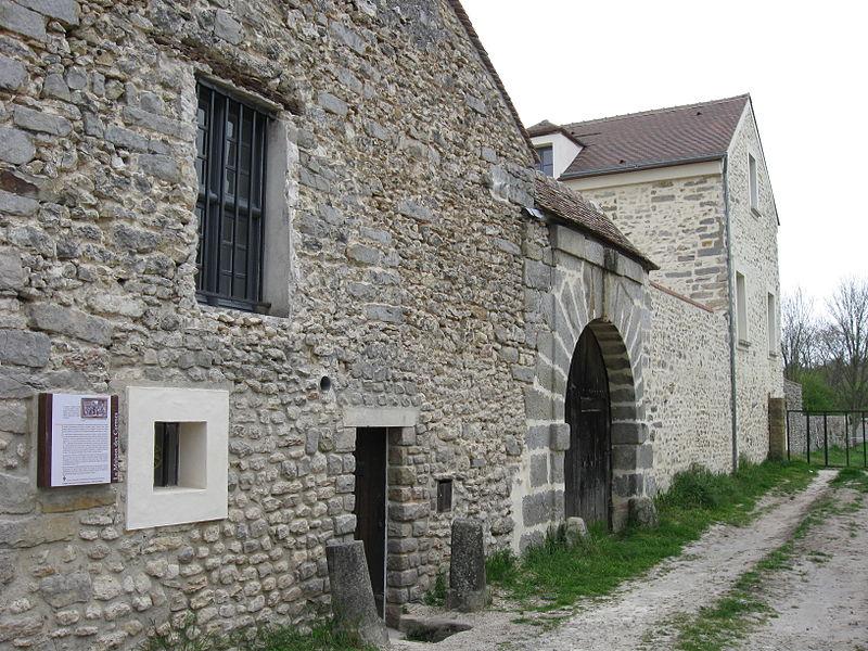Photo du Monument Historique Maison des Carmes  ou ancienne Manufacture Royale de Tapisserie situé à Maincy
