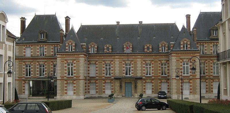 Photo du Monument Historique Abbaye de Saint-Père situé à Melun
