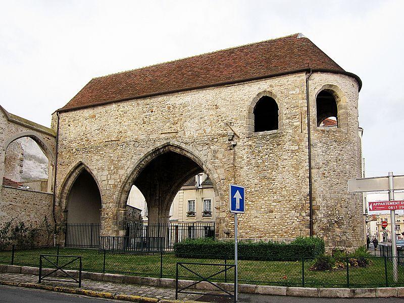 Photo du Monument Historique Ancien prieuré Saint-Sauveur situé à Melun