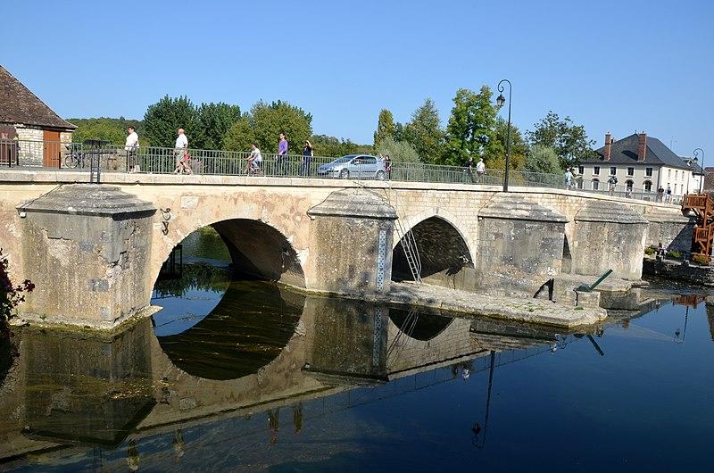 Photo du Monument Historique Pont de Moret situé à Moret-sur-Loing