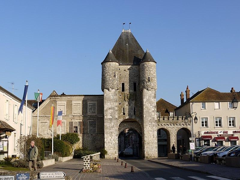 Photo du Monument Historique Portes de Paris et de Bourgogne situé à Moret-sur-Loing