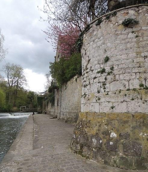 Photo du Monument Historique Remparts situé à Moret-sur-Loing