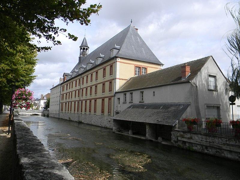 Photo du Monument Historique Hospice situé à Nemours