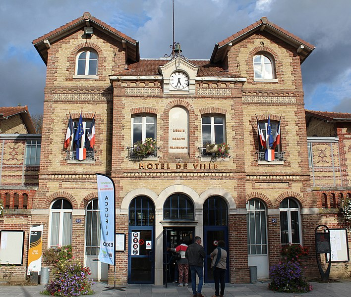 Photo du Monument Historique Mairie, anciennes écoles situé à Noisiel