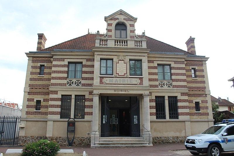 Photo du Monument Historique Ancienne mairie situé à Noisiel