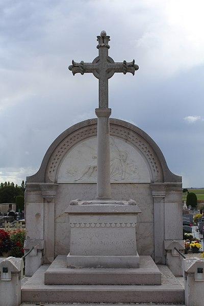 Photo du Monument Historique Grande croix de la tombe de Mandon situé à Provins