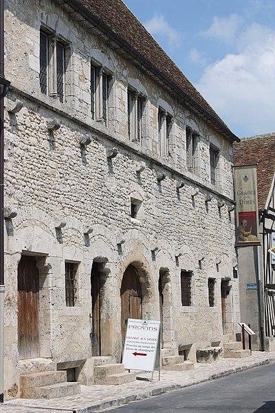 Photo du Monument Historique Grange aux dîmes situé à Provins