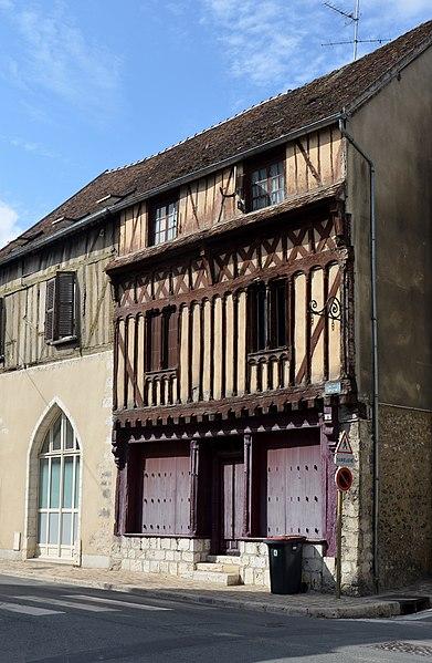 Photo du Monument Historique Hôtel de la Croix Blanche situé à Provins