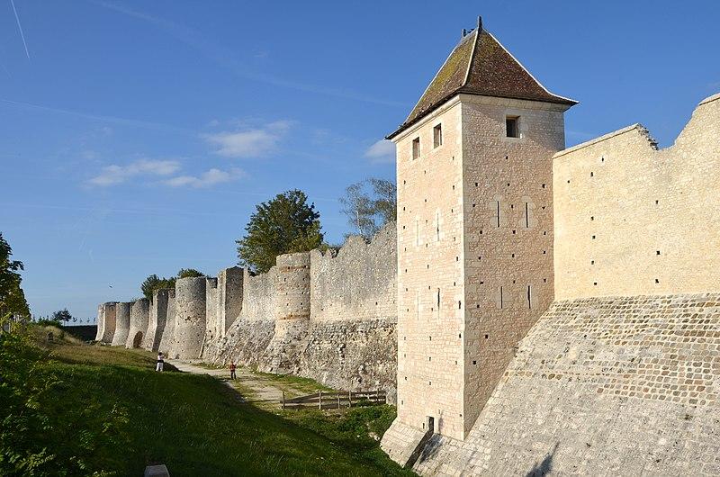 Photo du Monument Historique Remparts de la Ville Haute situé à Provins