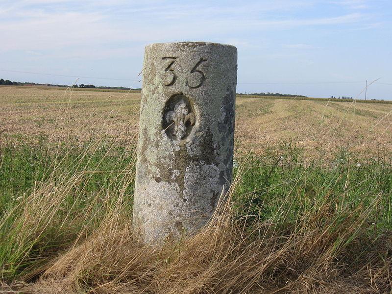 Photo du Monument Historique Bornes fleurdelysées n°s 34 et 35 situé à Rampillon