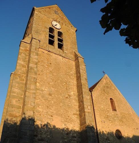 Photo du Monument Historique Eglise Saint-Julien situé à Réau