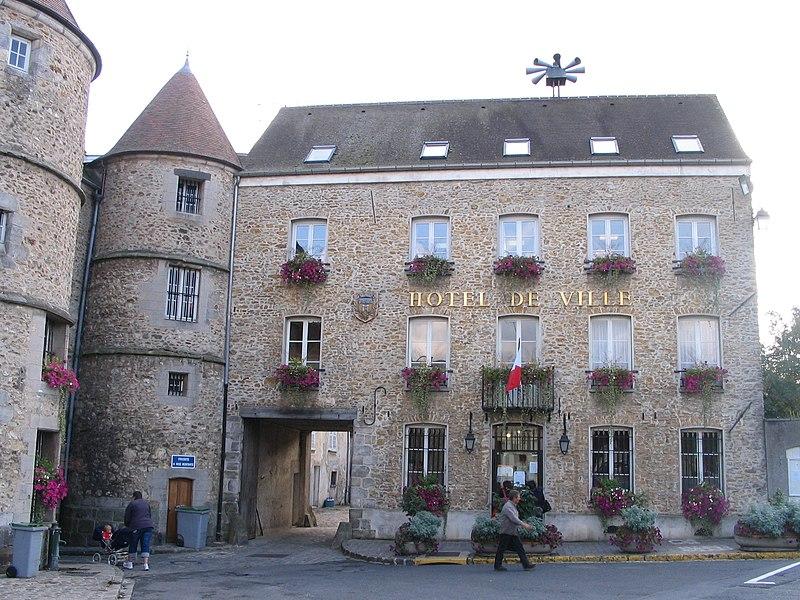 Photo du Monument Historique Hôtel de ville situé à Tournan-en-Brie