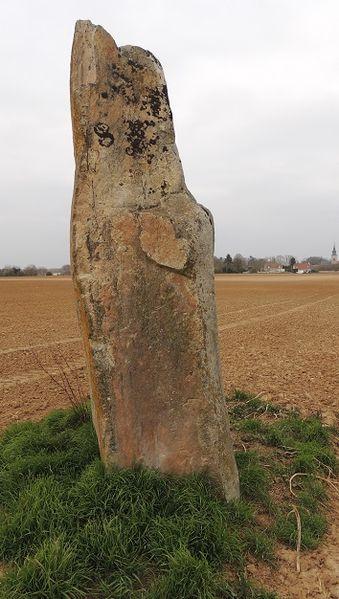 Photo du Monument Historique Menhir de la Croix Saint-Jacques situé à Tousson