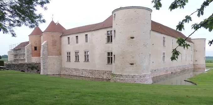 Photo du Monument Historique Château de Launoy-Renault situé à Verdelot