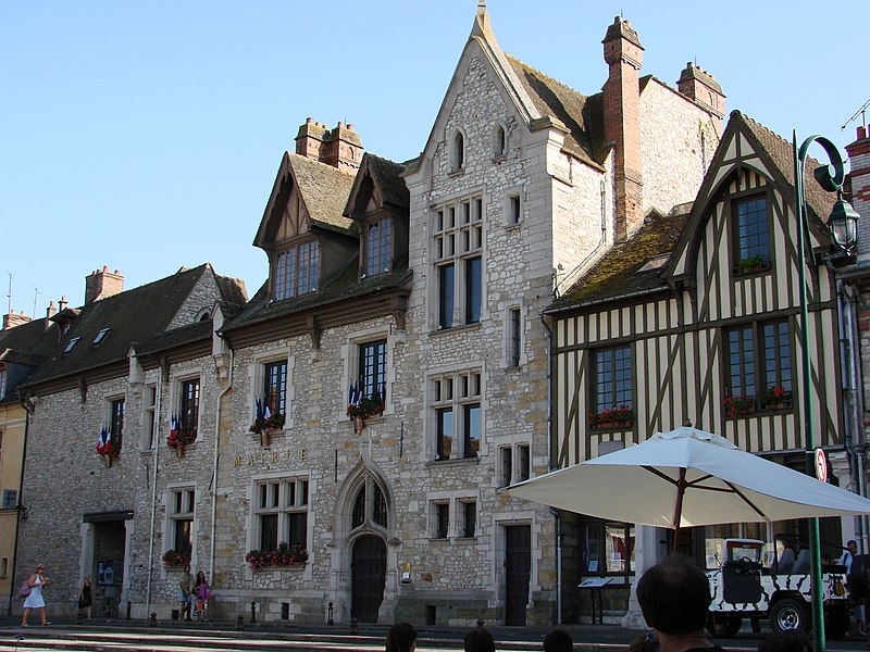 Photo du Monument Historique Ancienne maison Clément, actuellement hôtel de ville situé à Moret-sur-Loing