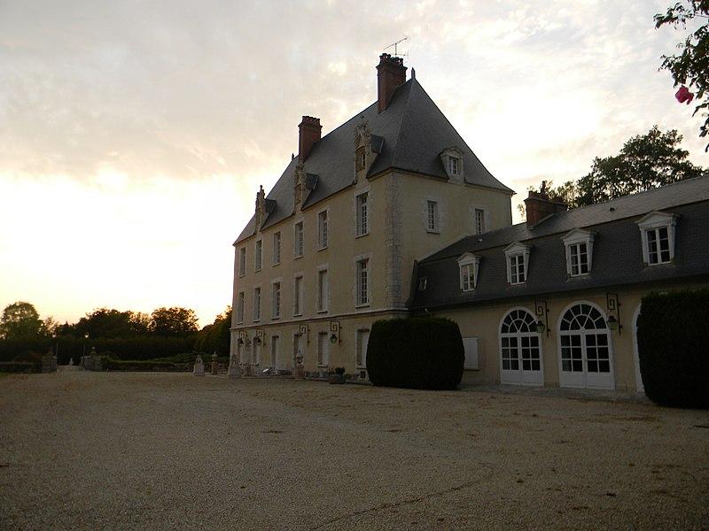Photo du Monument Historique Château situé à Faÿ-lès-Nemours