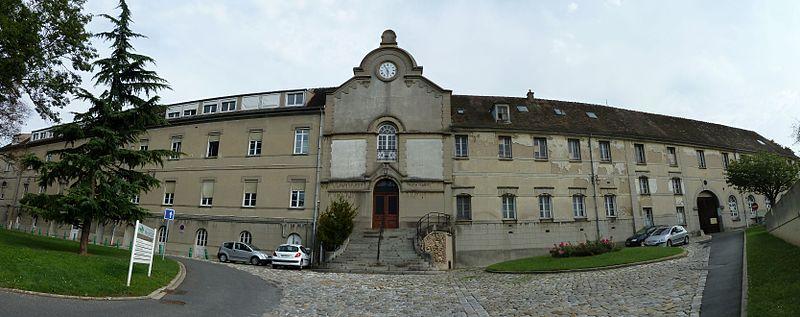 Photo du Monument Historique Ancien couvent des Récollets situé à Melun