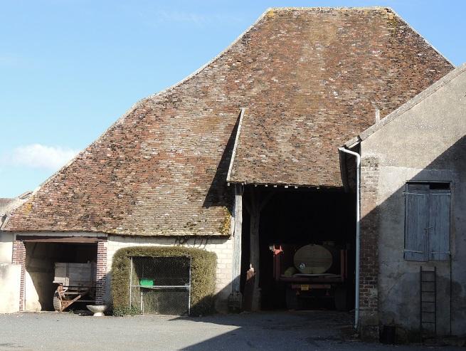 Photo du Monument Historique Grange dîmière de la ferme de Malesherbes situé à Montigny-le-Guesdier