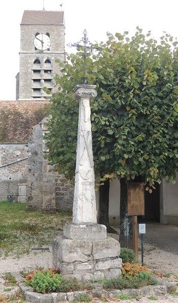 Photo du Monument Historique Ancienne croix de cimetière situé à Saint-Fargeau-Ponthierry