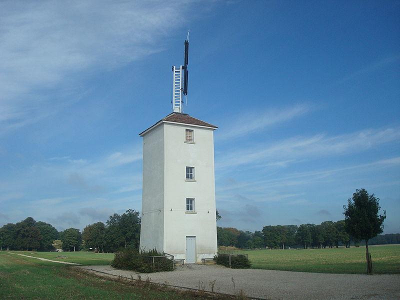 """Photo du Monument Historique Tour du télégraphe Chappe, située au """"Trou d'Enfer"""" situé à Bailly"""