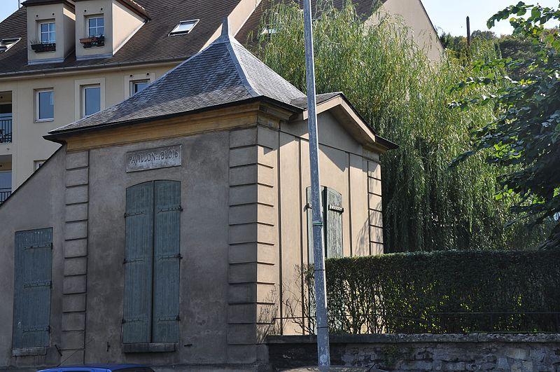 Photo du Monument Historique Pavillon dit Pavillon de Blois situé à Bougival