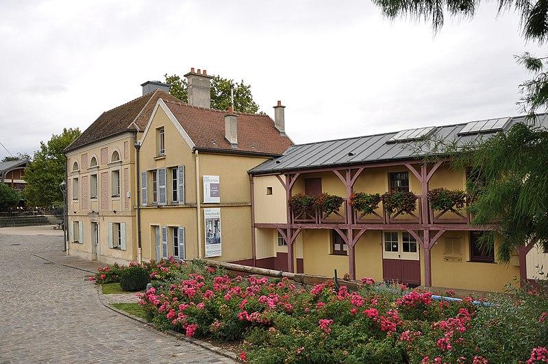 Photo du Monument Historique Restaurant Fournaise, dans l'île des Impressionnistes (ancienne île du Chiard) situé à Chatou