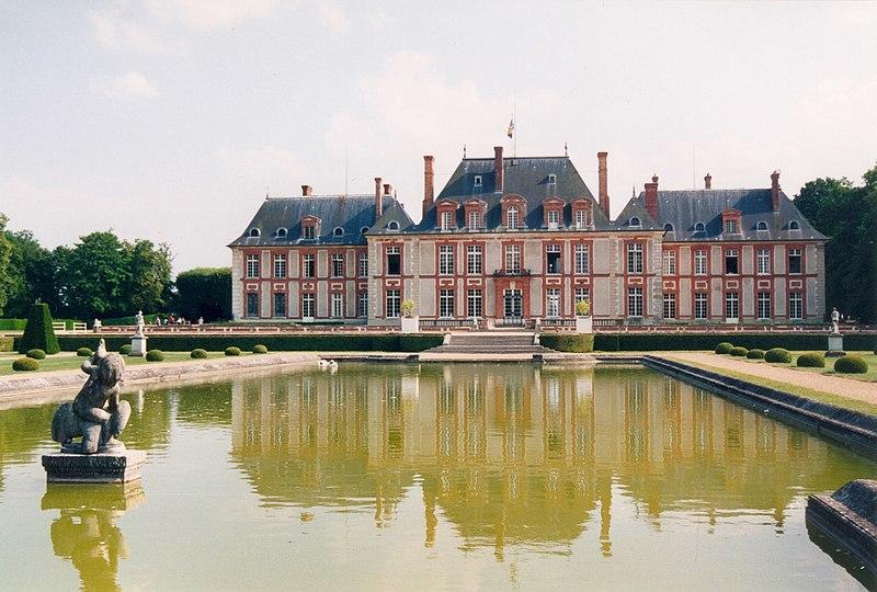 Photo du Monument Historique Château de Breteuil situé à Choisel