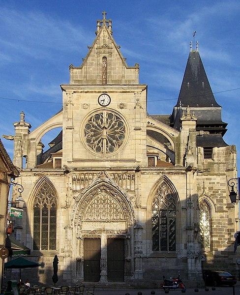Photo du Monument Historique Eglise Saint-Jacques-le-Majeur et Saint-Christophe situé à Houdan