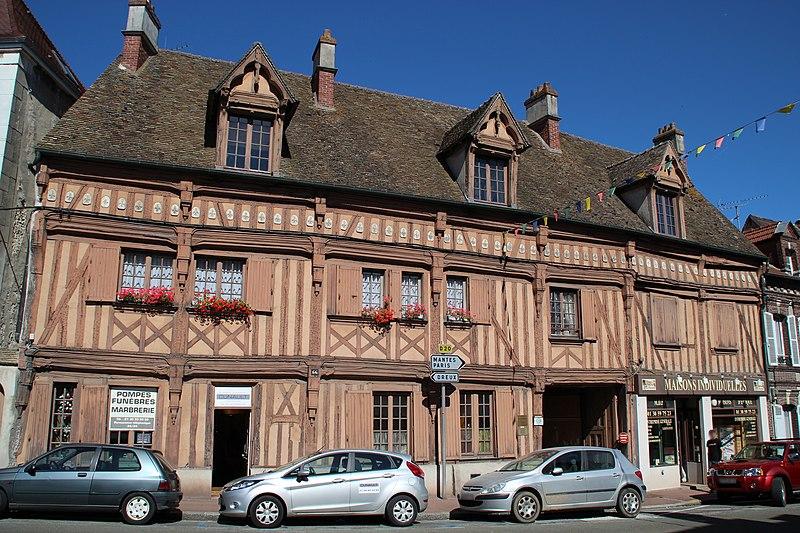Photo du Monument Historique Hôtel du Lys situé à Houdan