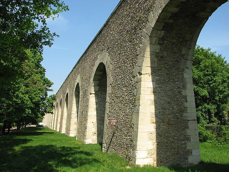 Photo du Monument Historique Aqueduc situé à Louveciennes