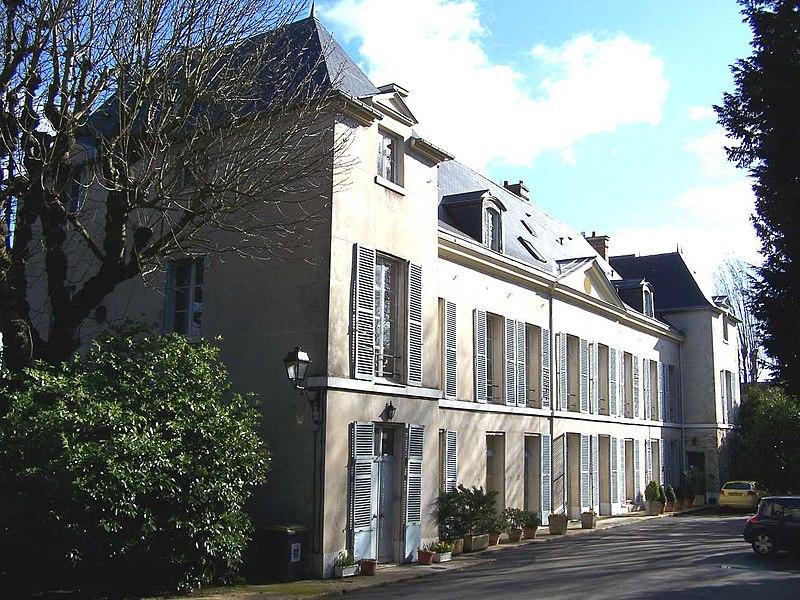 Photo du Monument Historique Château de Louveciennes situé à Louveciennes