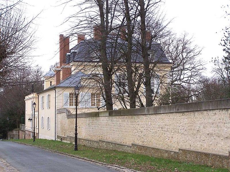 Photo du Monument Historique Ancien château de Madame du Barry situé à Louveciennes