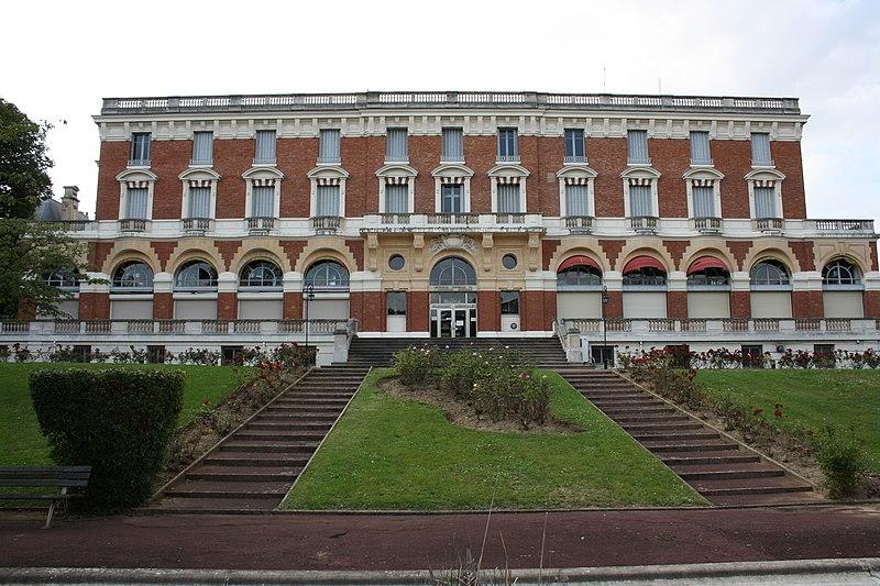 Photo du Monument Historique Immeuble dit Hôtel Royal situé à Maisons-Laffitte