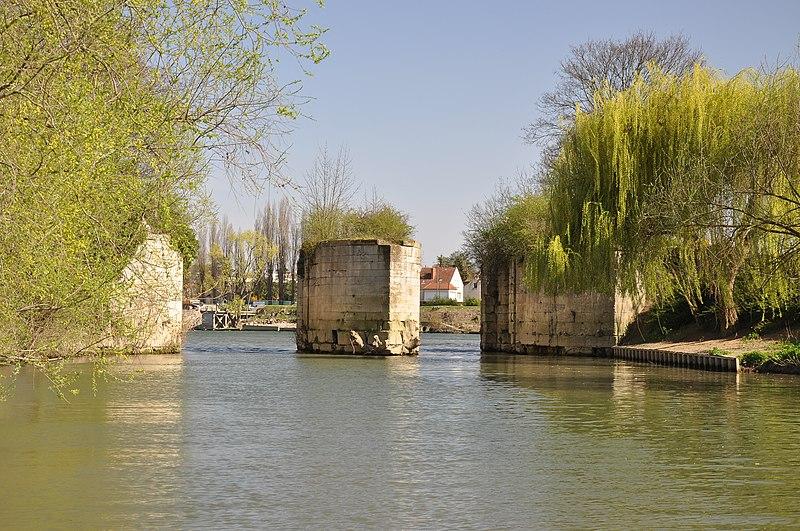 Photo du Monument Historique Machine des eaux  et aqueduc situé à Maisons-Laffitte