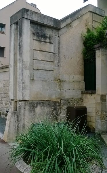 Photo du Monument Historique Mur d'enceinte du château : vestiges situé à Maisons-Laffitte