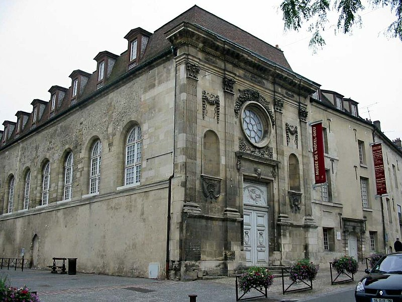 Photo du Monument Historique Hôtel-Dieu situé à Mantes-la-Jolie