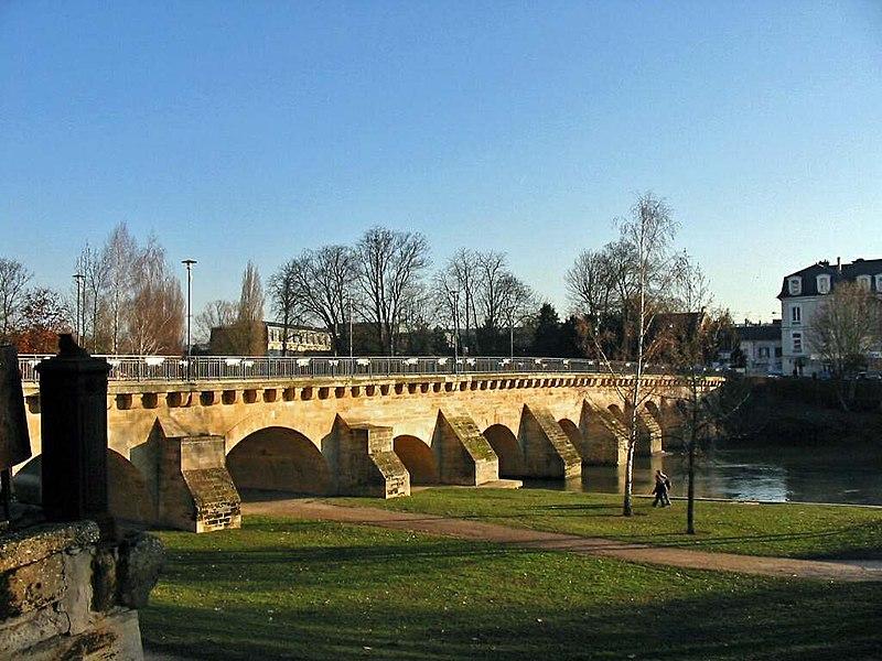 Photo du Monument Historique Petit Pont situé à Meulan