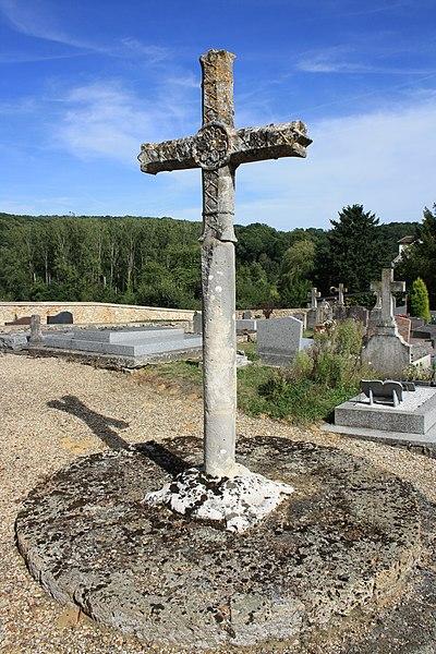 Photo du Monument Historique Croix de cimetière situé à Milon-la-Chapelle