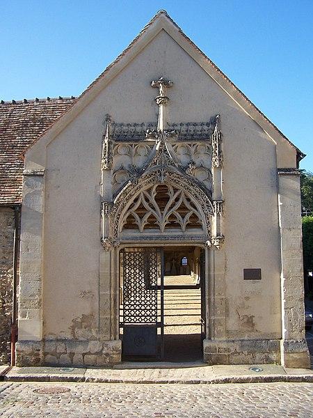 Photo du Monument Historique Cimetière situé à Montfort-l'Amaury