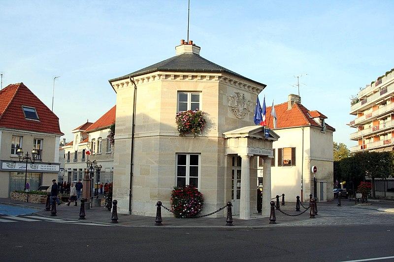 Photo du Monument Historique Pavillon d'octroi situé à Poissy