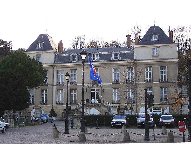 Photo du Monument Historique Château des Lions situé à Le Port-Marly