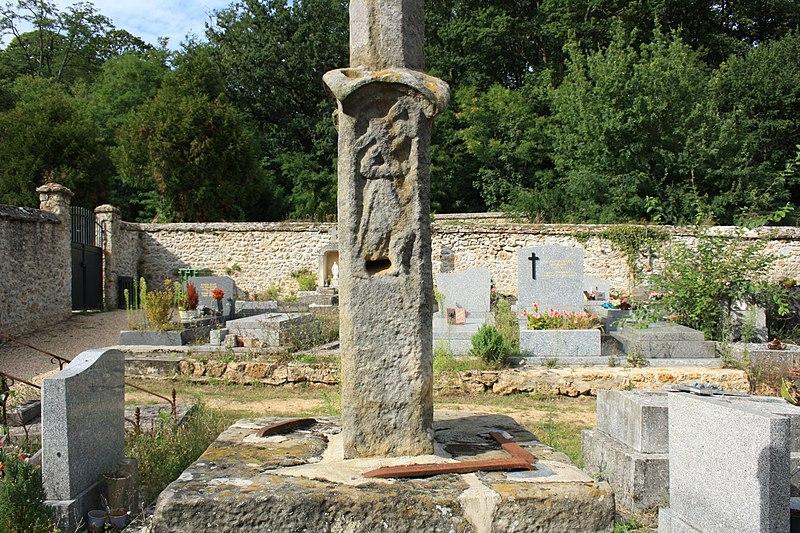 Photo du Monument Historique Croix de cimetière situé à Saint-Forget