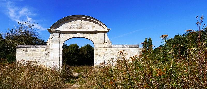 Photo du Monument Historique Porte de Chambourcy situé à Saint-Germain-en-Laye