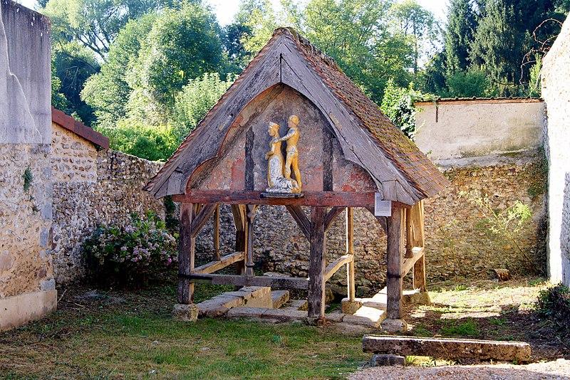Photo du Monument Historique Fontaine de Sainte-Mesme situé à Sainte-Mesme