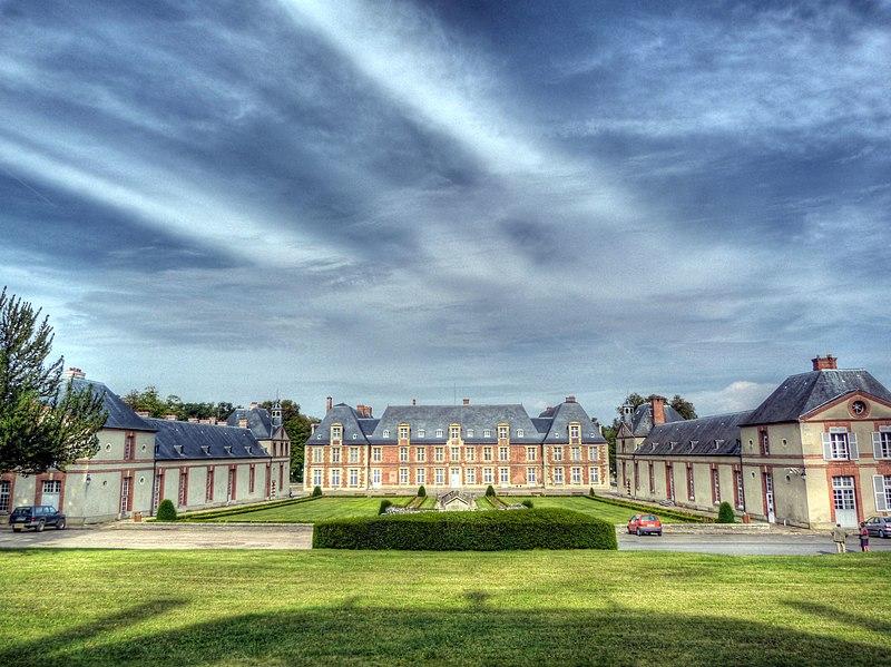 Photo du Monument Historique Ancien château de Grignon, actuelle école nationale d'agriculture de Grignon situé à Thiverval-Grignon