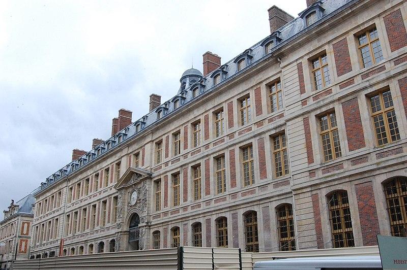 Photo du Monument Historique Domaine national : ancien grand commun (hôpital militaire Dominique Larrey) situé à Versailles
